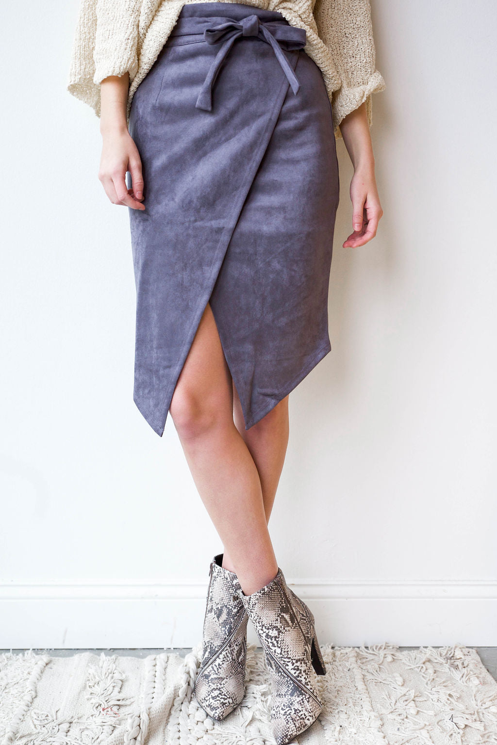 mode, suede midi skirt
