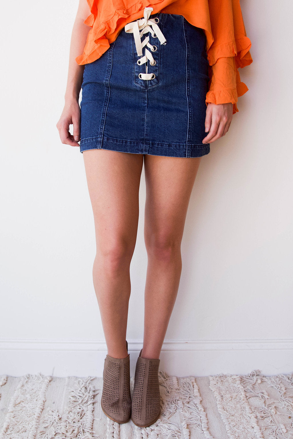mode, tie front mini skirt
