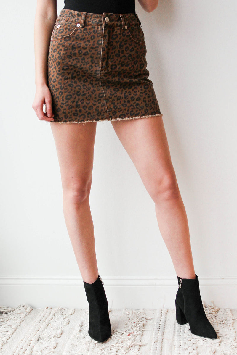 mode, cheetah girl skirt