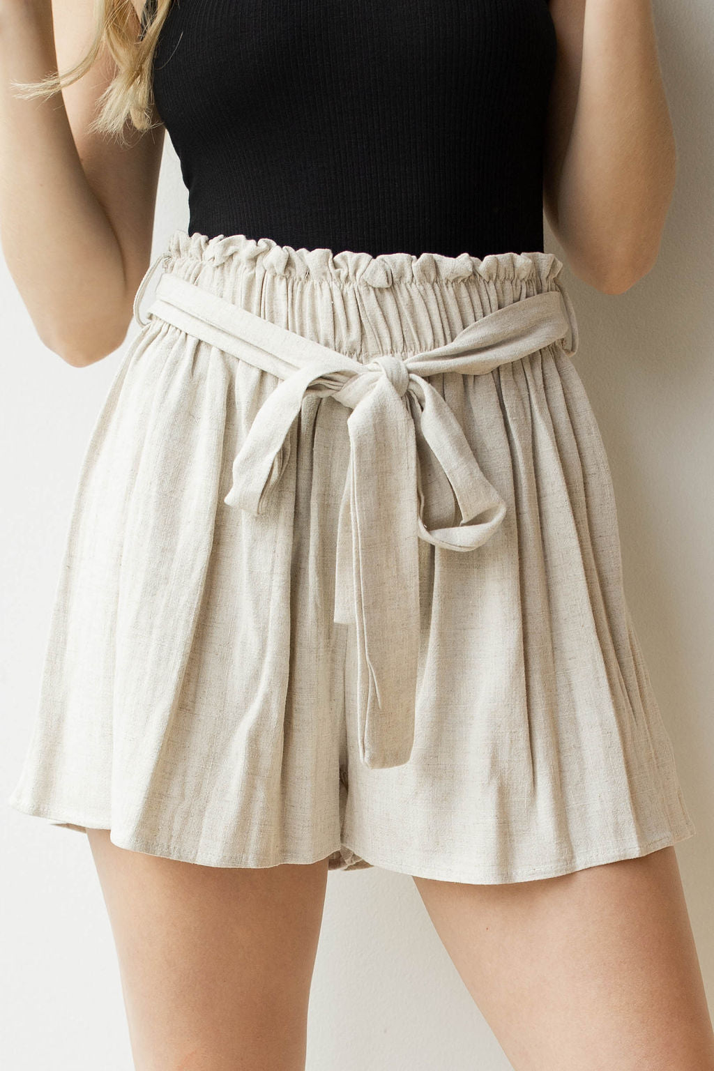 mode, tie waist linen shorts