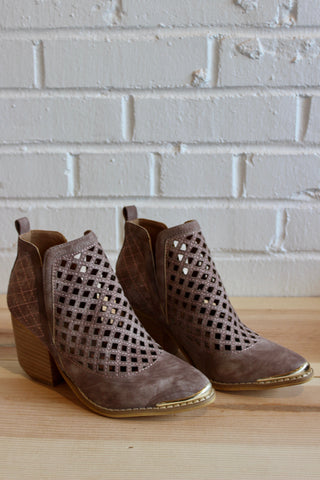 heel click perforated bootie