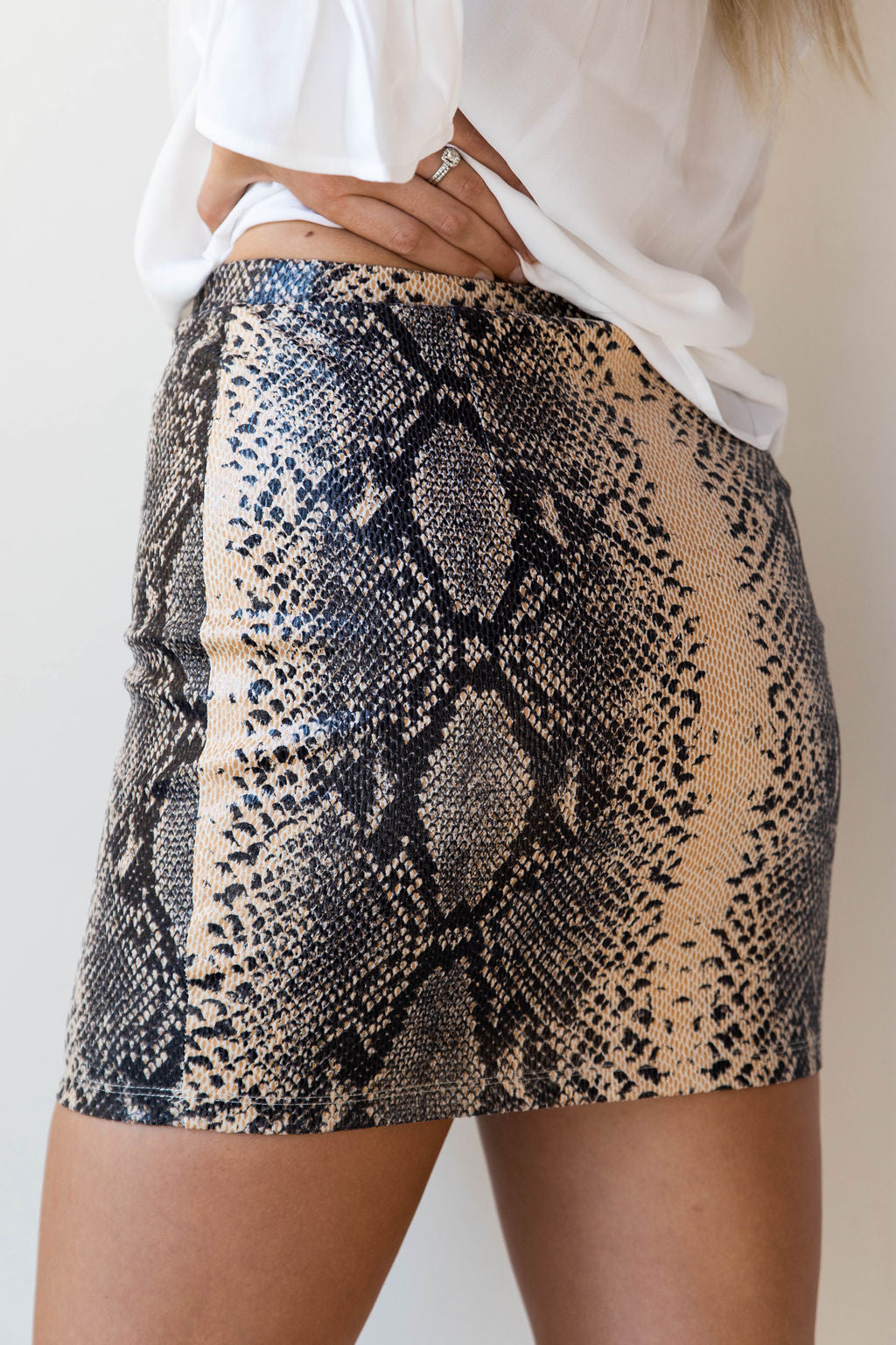 mode, queen python skirt