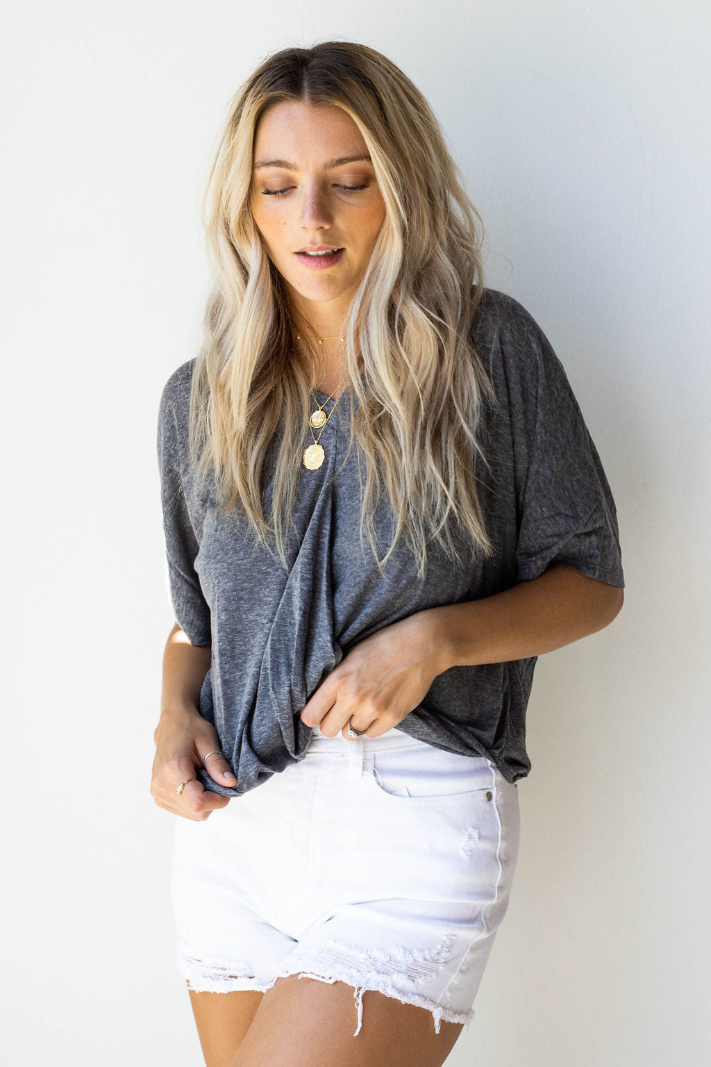 mode, Happy v neck + twist front tee