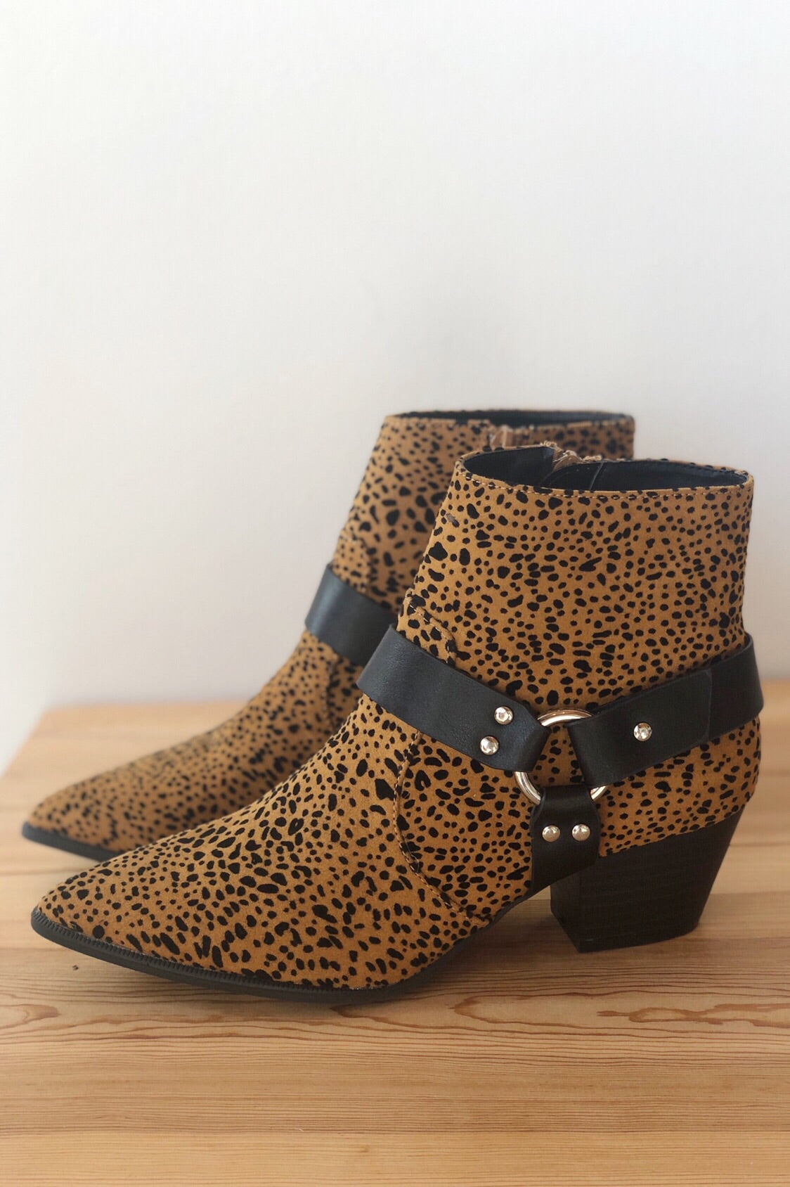 mode, step into love buckle bootie