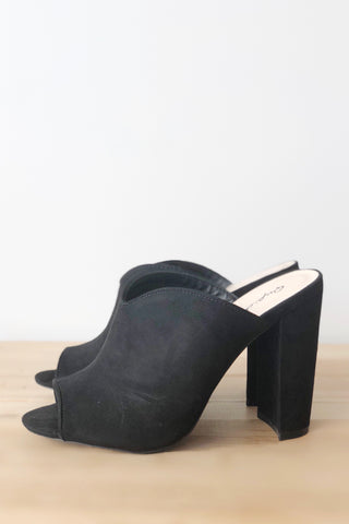 Sophia v cut pointed mule
