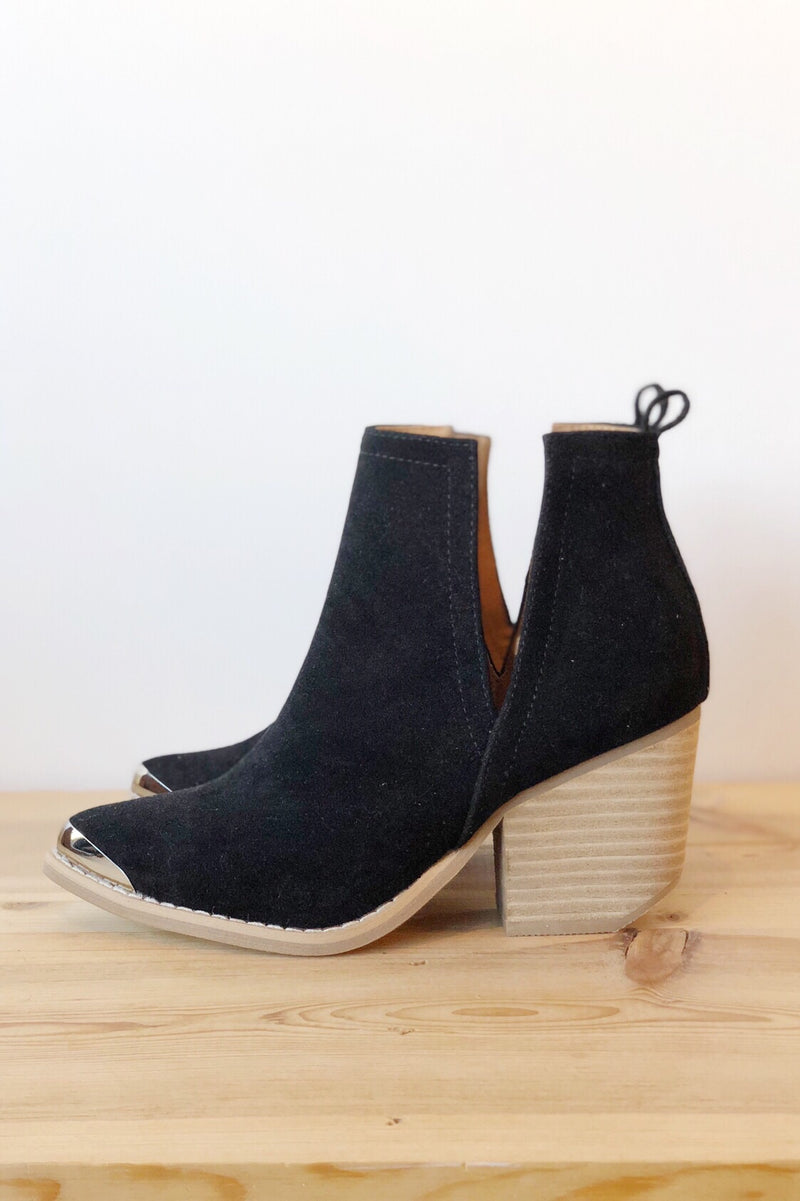 mode, click side cut bootie