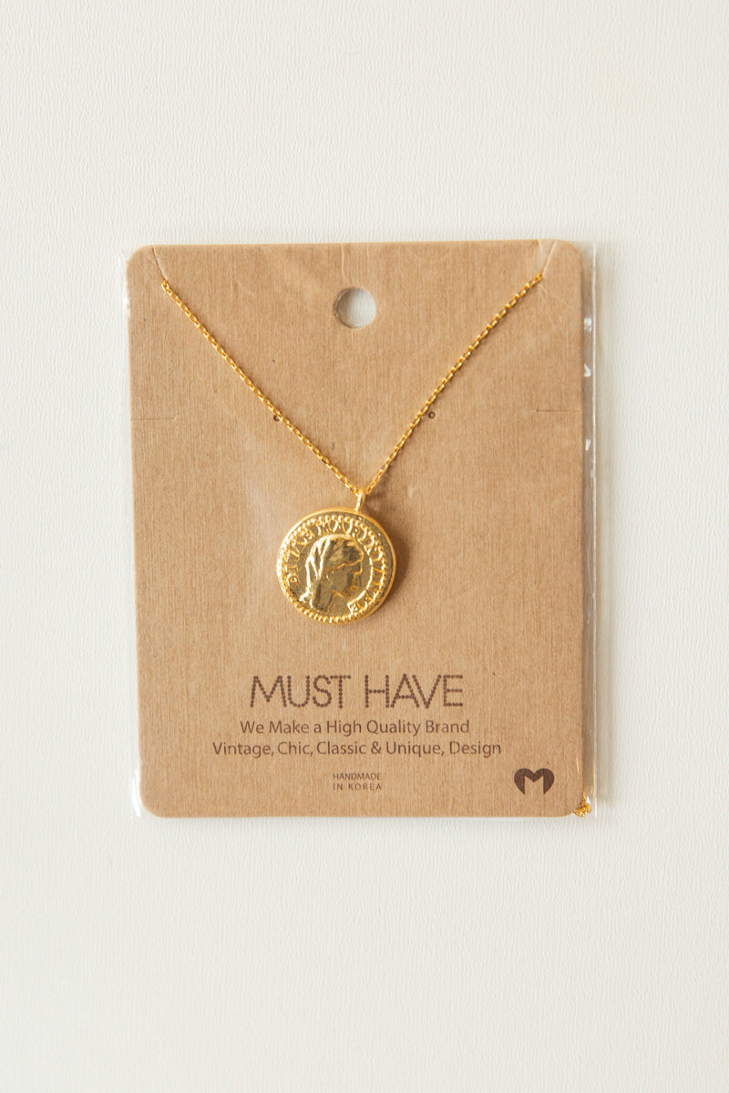 mode, mystic coin necklace