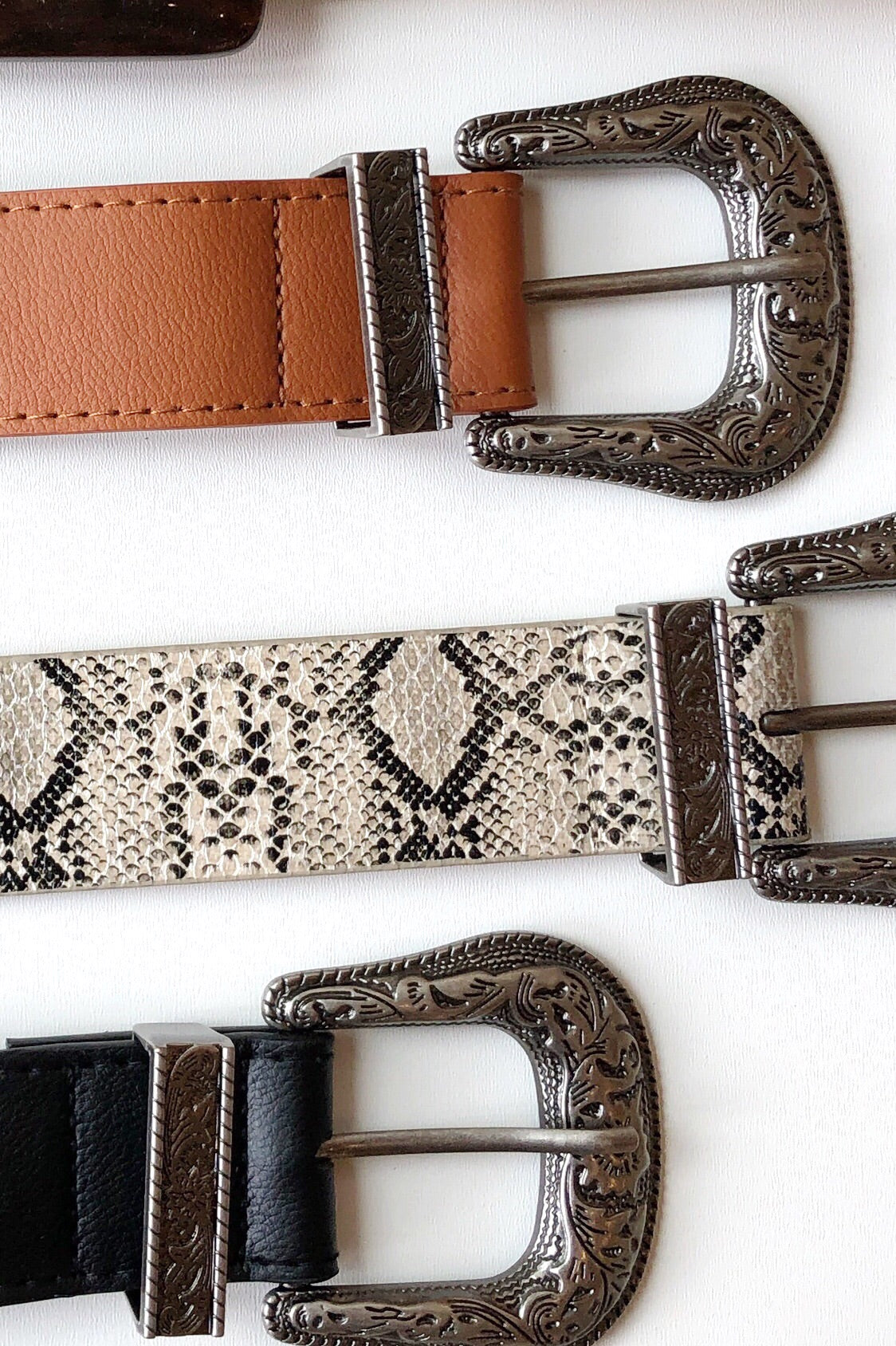 mode, sand dunes snakeskin belt