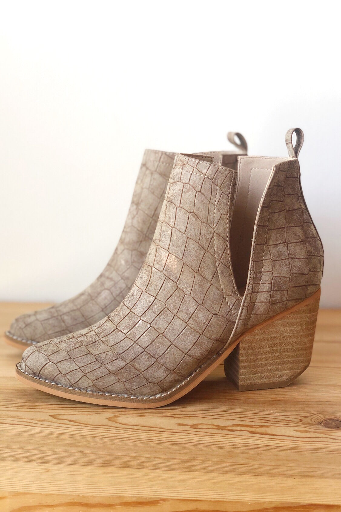 mode, wilder side slit bootie