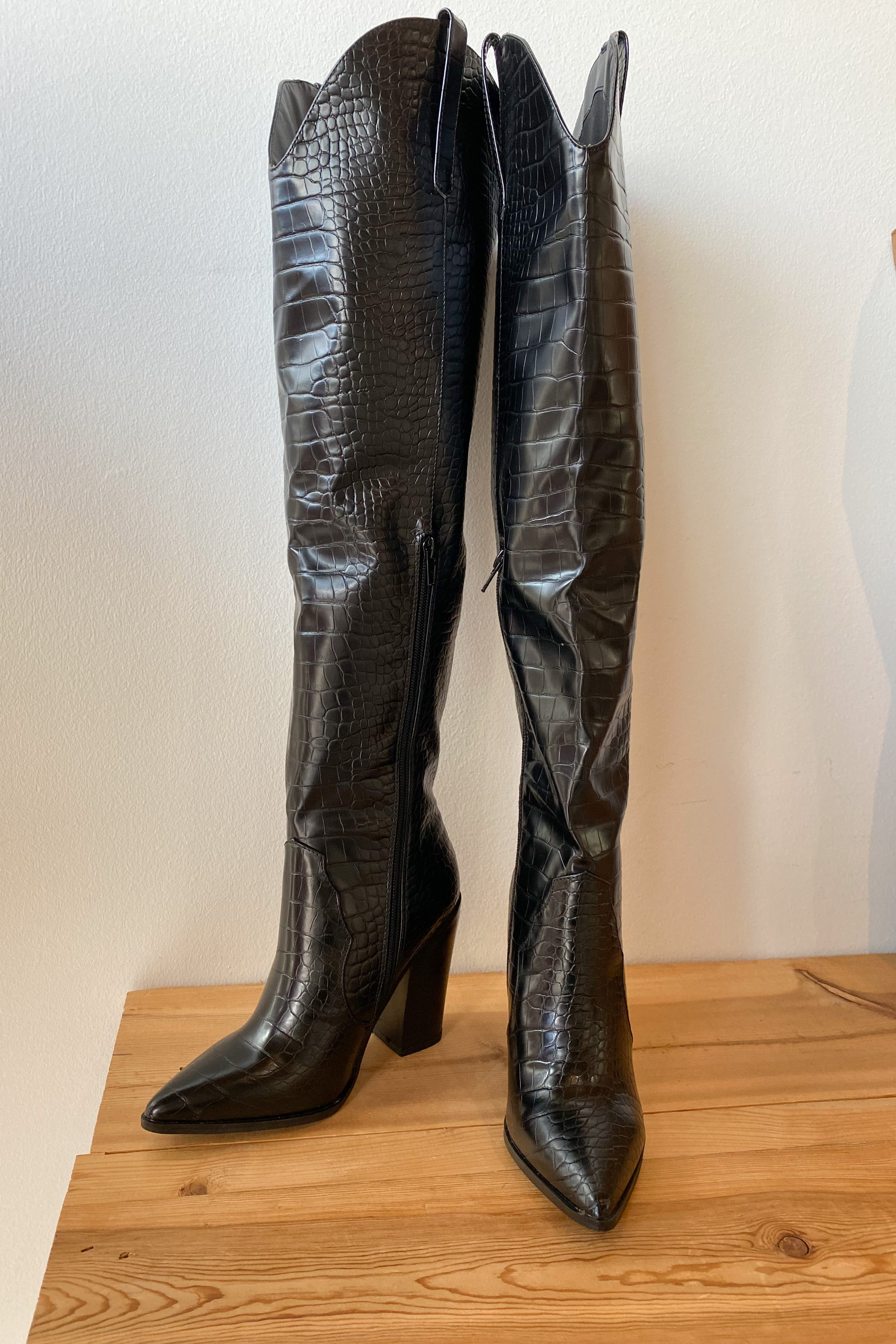 mode, wild west over the knee boot