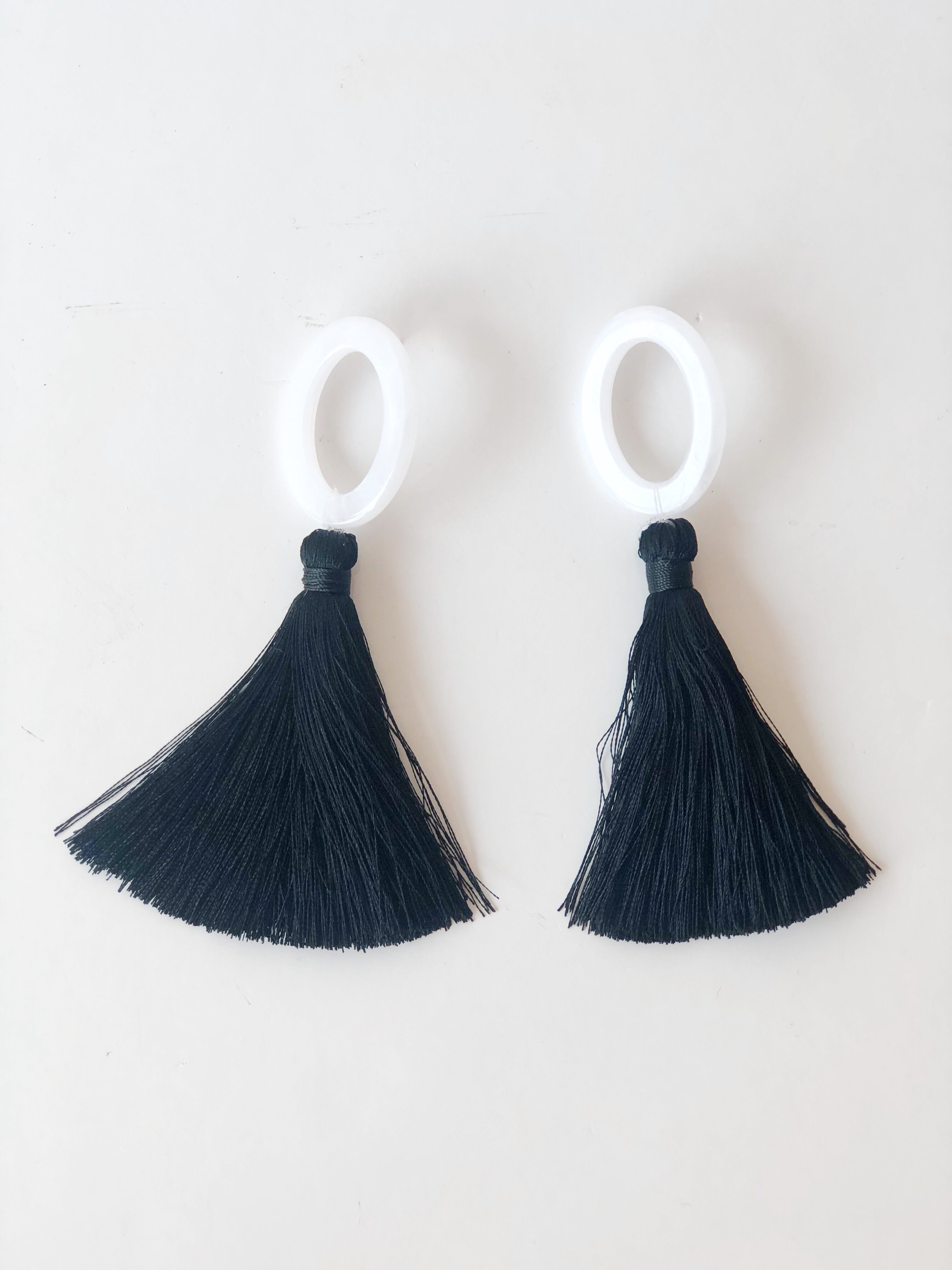 fan club oval + tassel