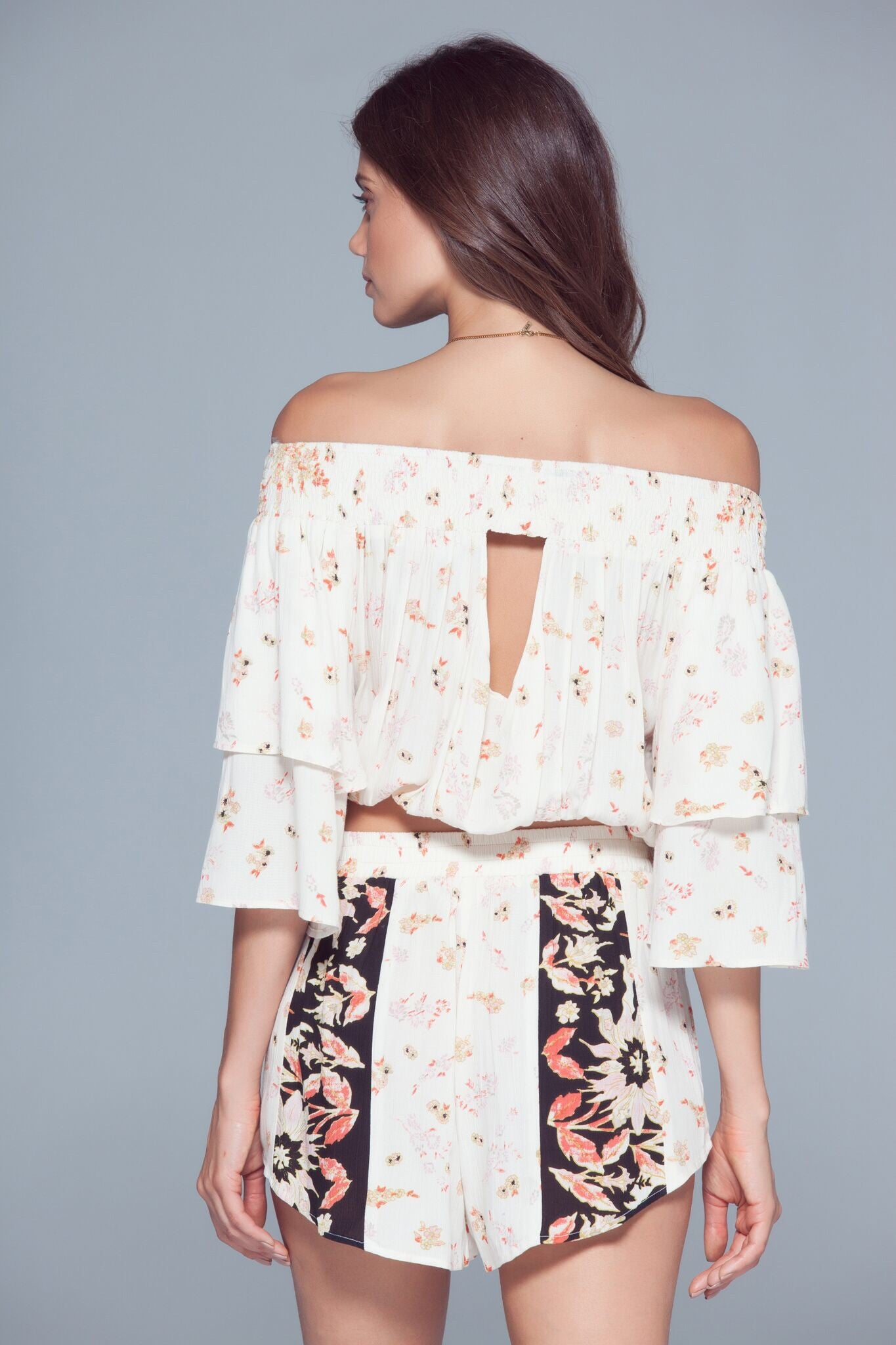 mode, Poinsettia floral blouse
