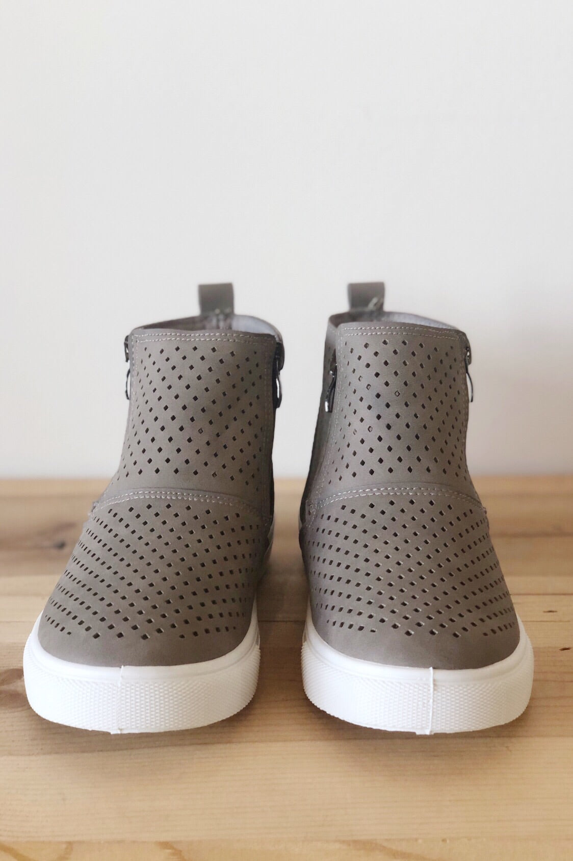 mode, room to breathe high top sneaker
