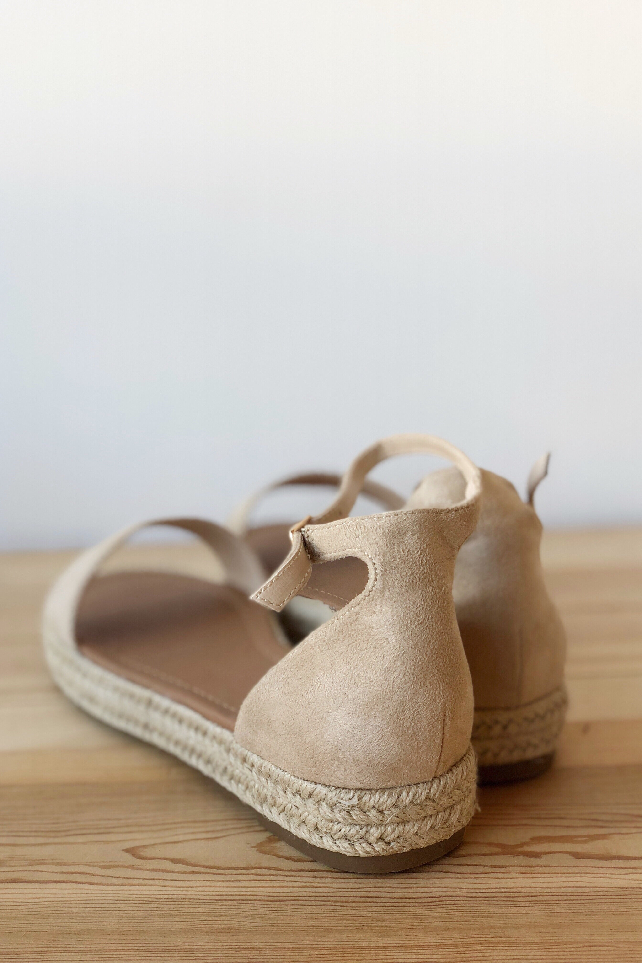 mode, serene low platform wedge