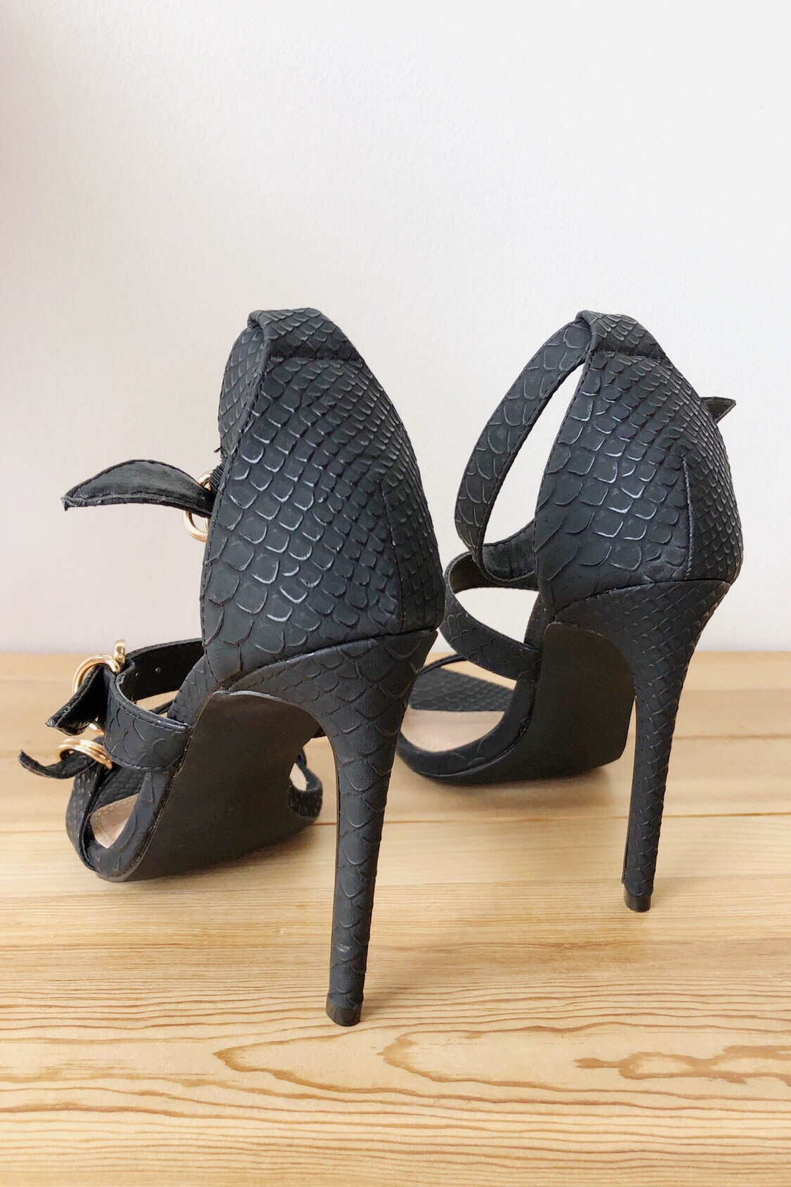 mode, triple threat buckle heel