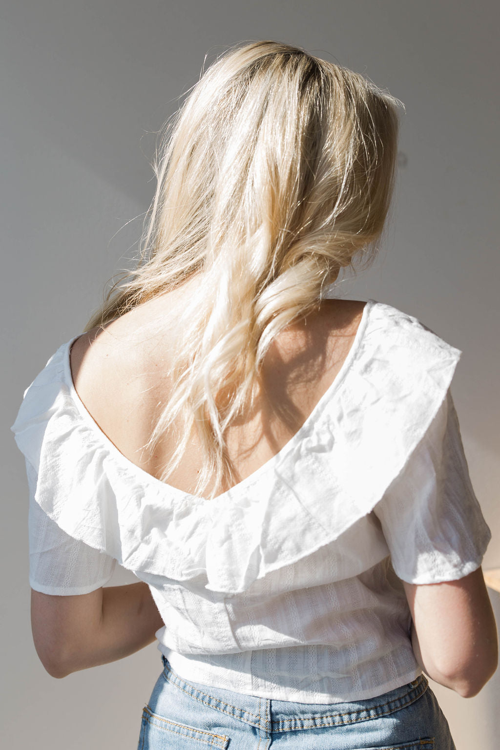 mode, frilled crop blouse