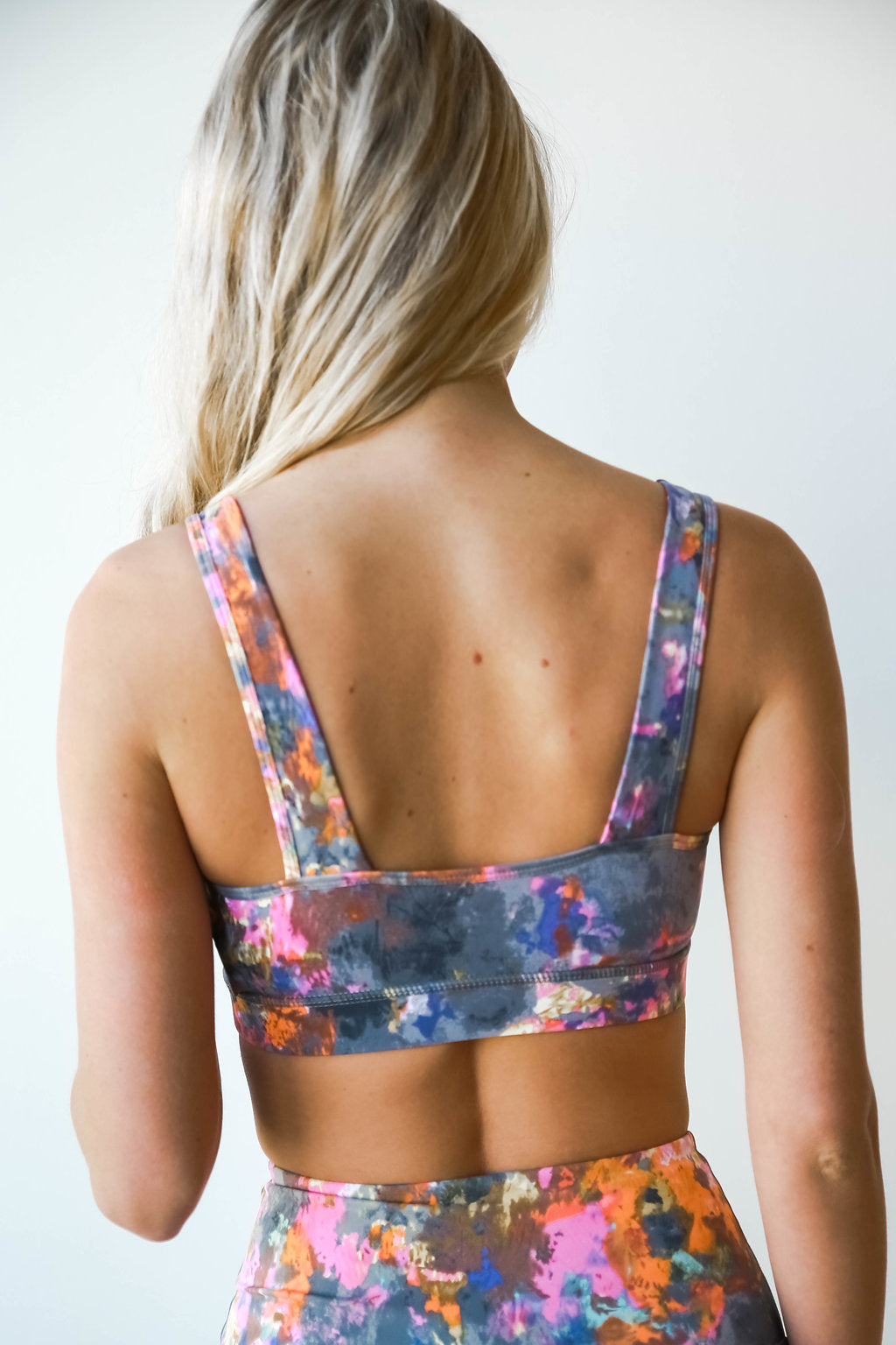 mode, psychadelic splatter sports bra