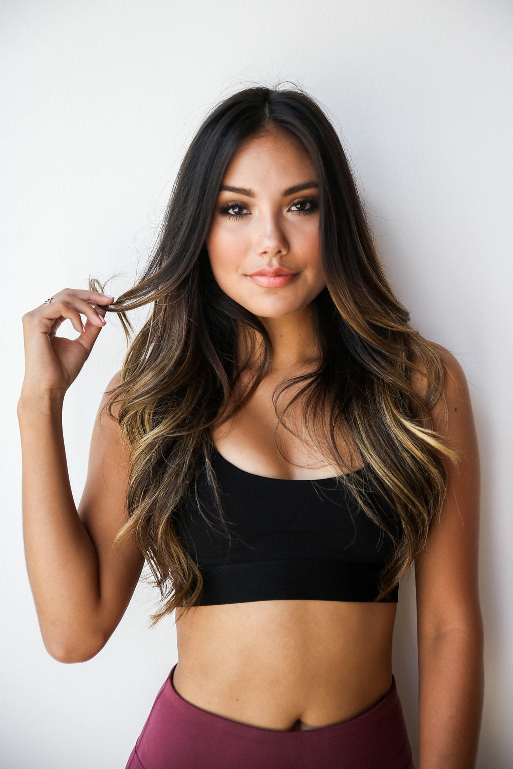 mode, criss cross sports bra