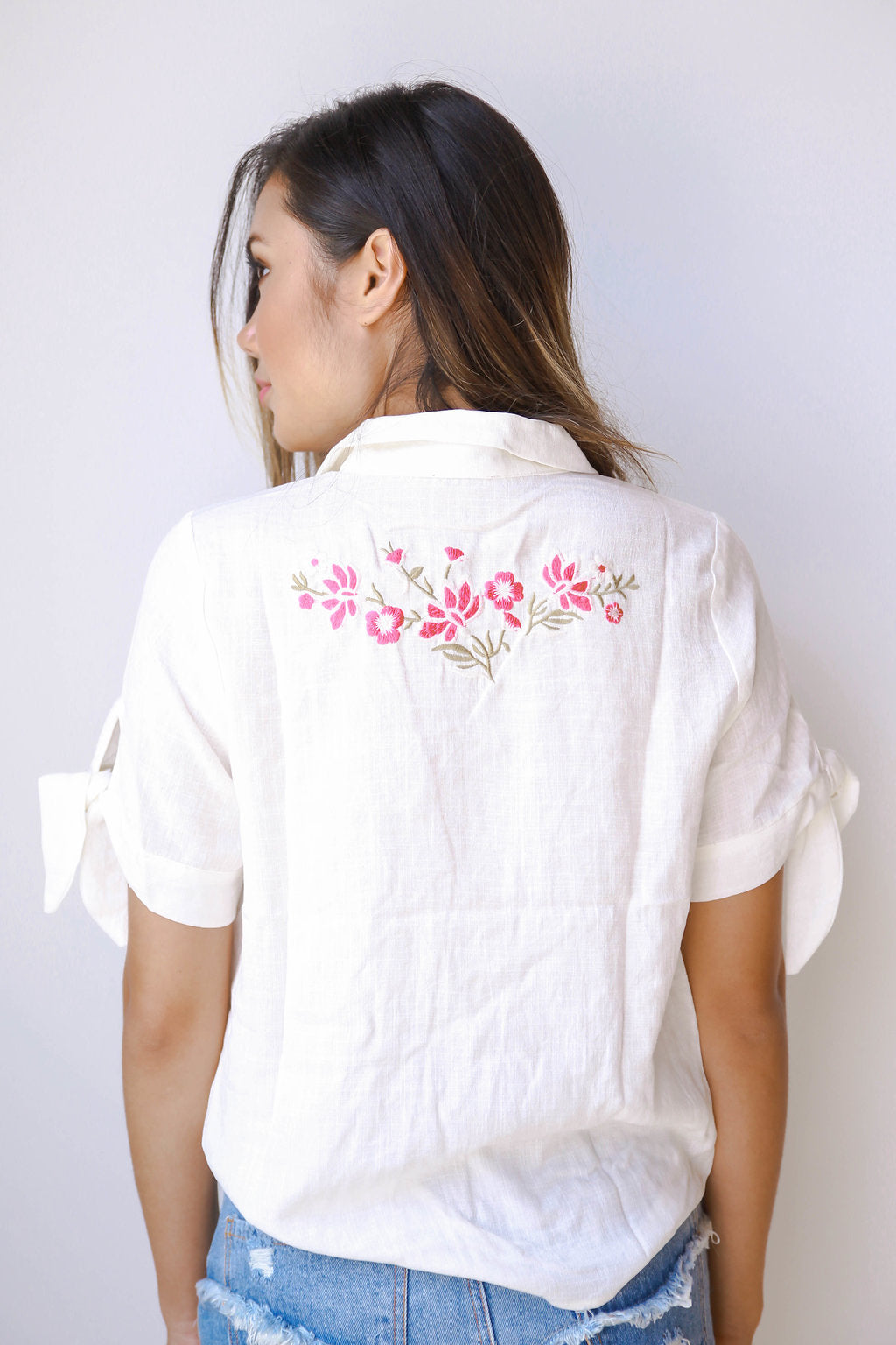 Cat embroidered back blouse
