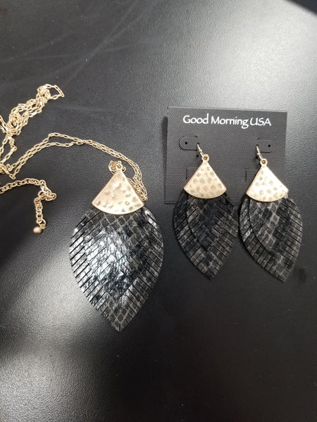 Leather Double Feather Earrings