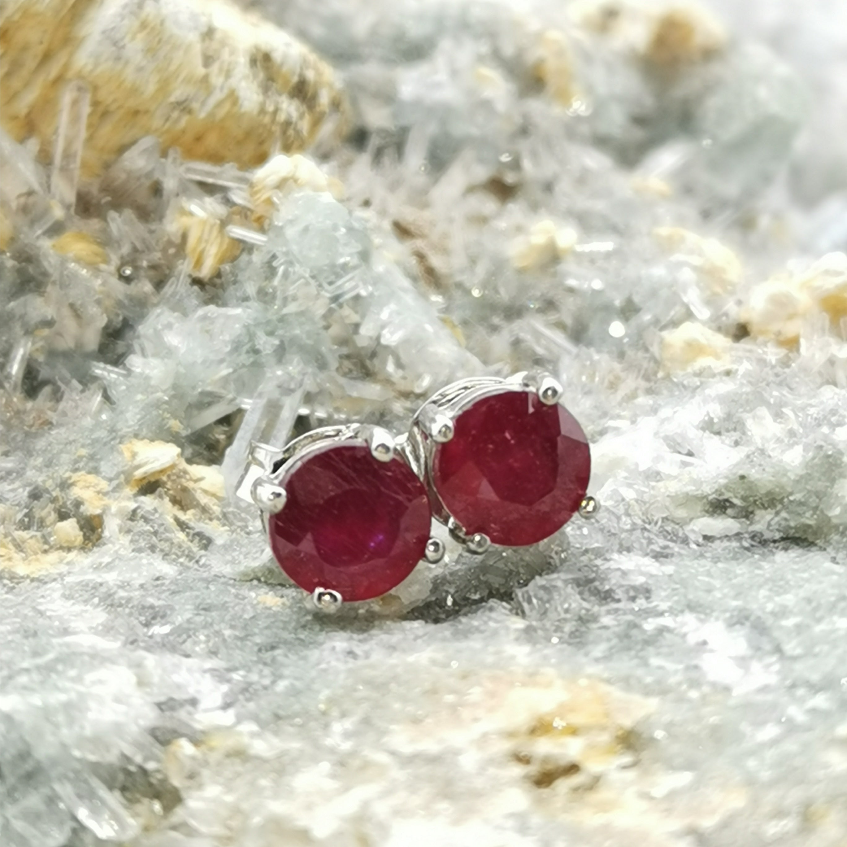 (Fearless) Prong Stud Earrings In Ruby