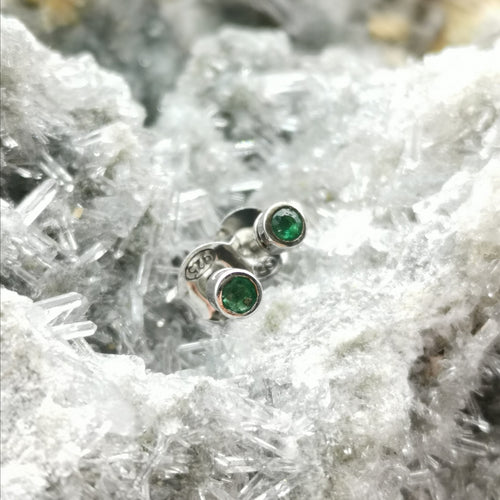 (insignifiante) Stud Earrings In Emerald