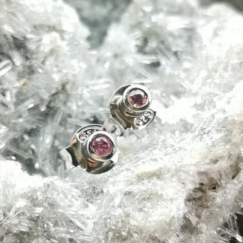 (insignifiante) Stud Earrings In Kunzite