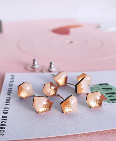'SURPRISE ME' studs mini mismatched in warm pink and copper