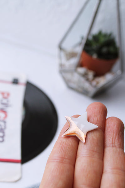 Fabulous white and coppery rose gold star pin badge