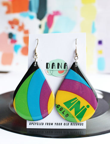 A little psychedelic pair of upcycled vinyl record earrings / '60s vibe / slow fashion