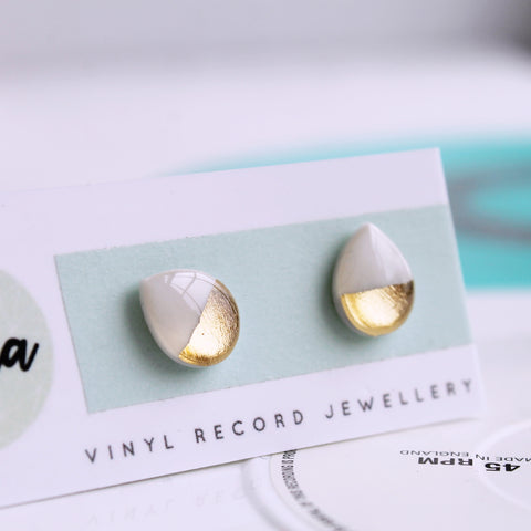 Contemporary teardrop studs in white and gold / hypoallergenic posts