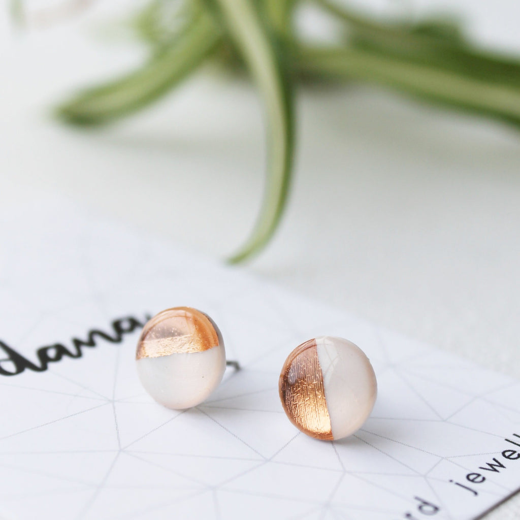 Coppery rose gold and white stud earrings / vinyl earrings