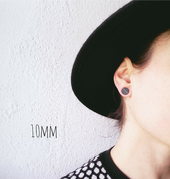 10mm plain black vinyl record stud earrings