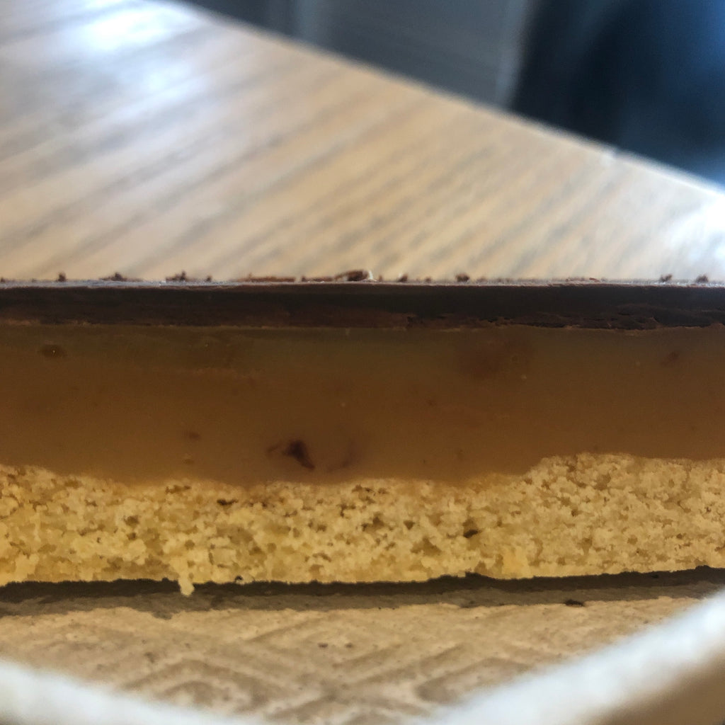 TO COLLECT : TAKEAWAY SLICE : Comins Caramel Shortbread slice [To collect in store]