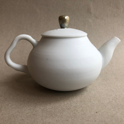Hong Seong-Il - Gold lid white pot