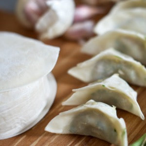 TO COLLECT : UNCOOKED Comins Vegetarian Leek & Red Onion Gyoza [To collect in store] FRESH PRODUCT TO COOK AT HOME