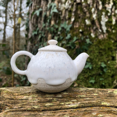 80ml white porcelain teapot  [Seong Il Hong : Boseong, South Korea ]