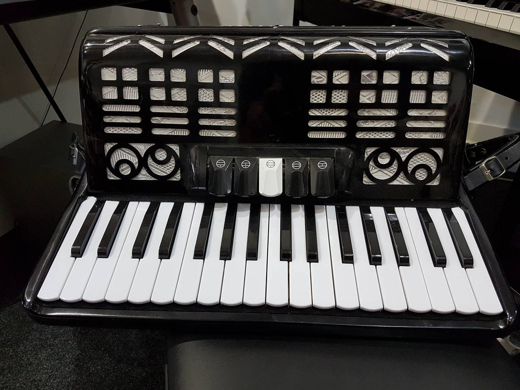 Stephanelli 72 Bass Accordion