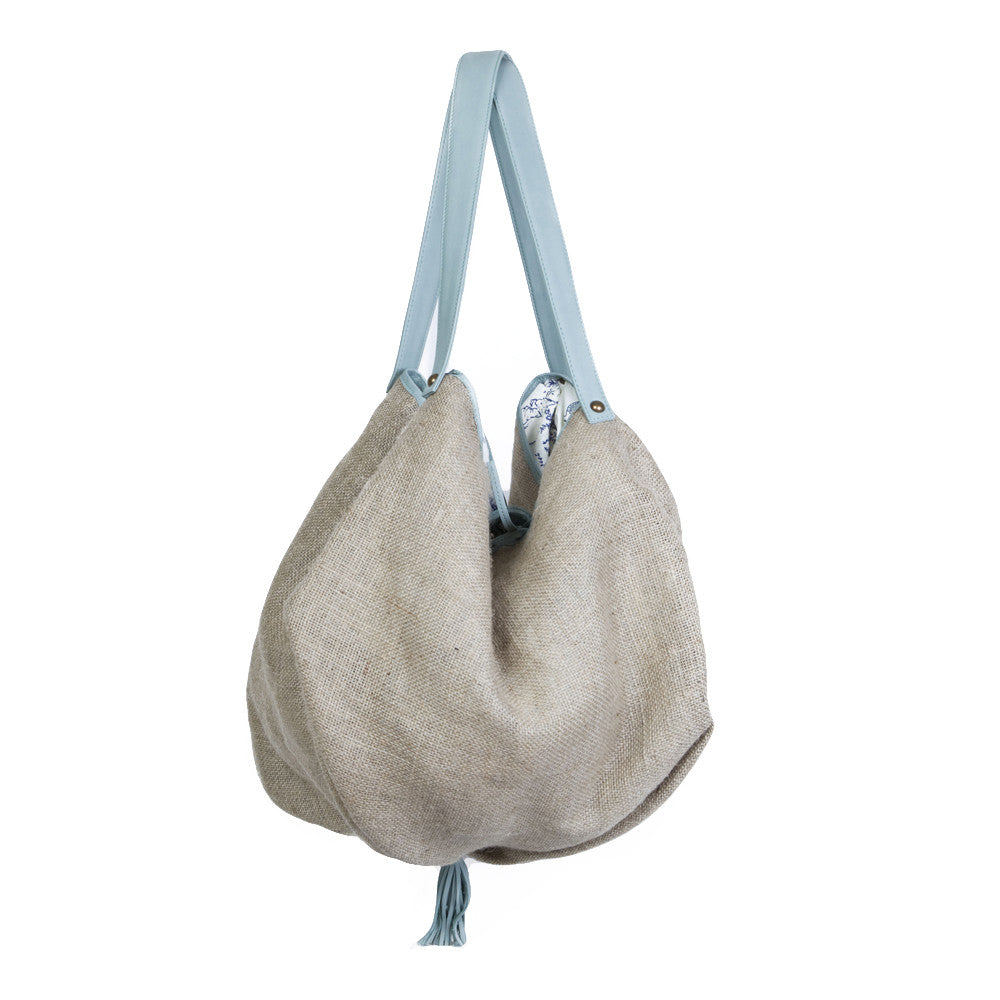 Besea beach bag with waterproof lining, leather trim and straps