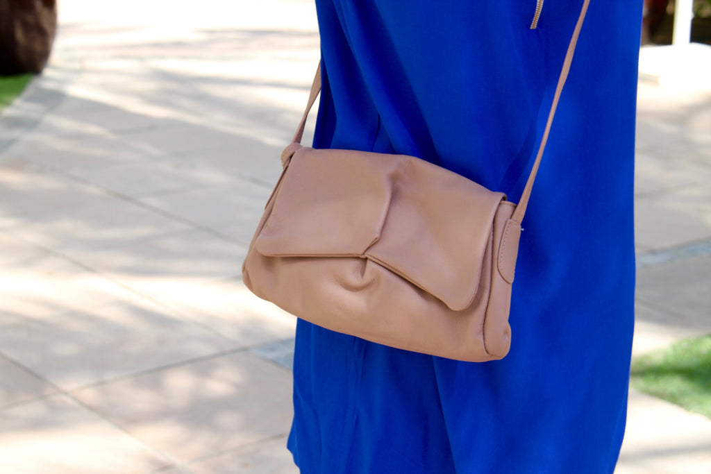 Sui Baby messenger hand bag in rosebrown leather