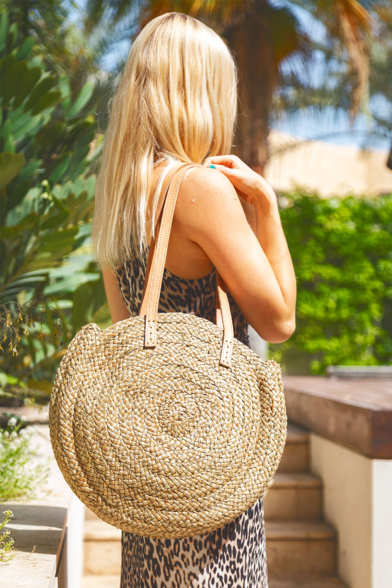 Circle Tote Bag in Braided Natural Straw with a Cowhide Leather Handle - Kardia