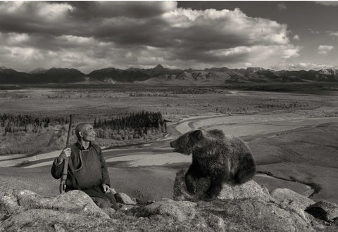 Hunter & Bear Cub,  Blue Taiga - Mongolia - Photographie de Hamid Sardar