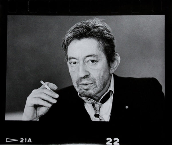 """Serge Gainsbourg, portrait horizontal, perforations"""