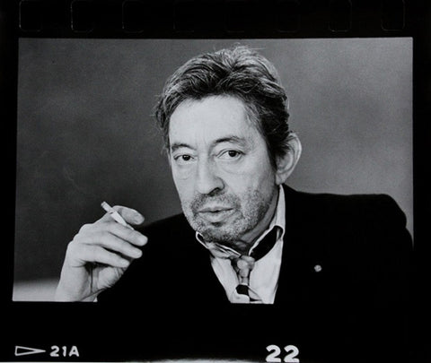 """Serge Gainsbourg, portrait horizontal, perforations"" Photographie de Michel Giniès"