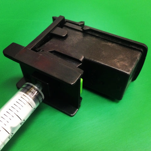 Clip the Canon CL-546C colour cartridge into the refill clip suction tool.