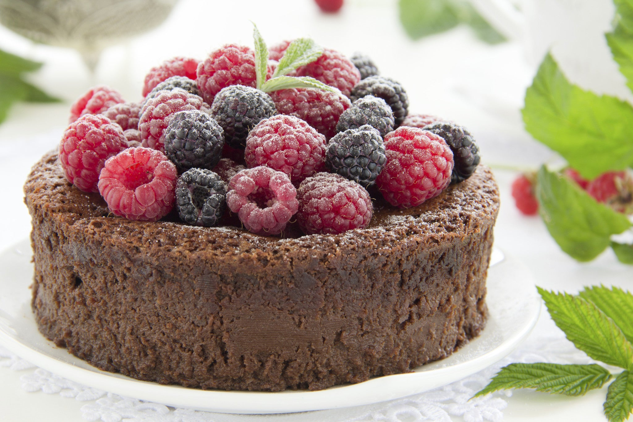 Easy Gluten-Free & Flourless Chocolate Cake