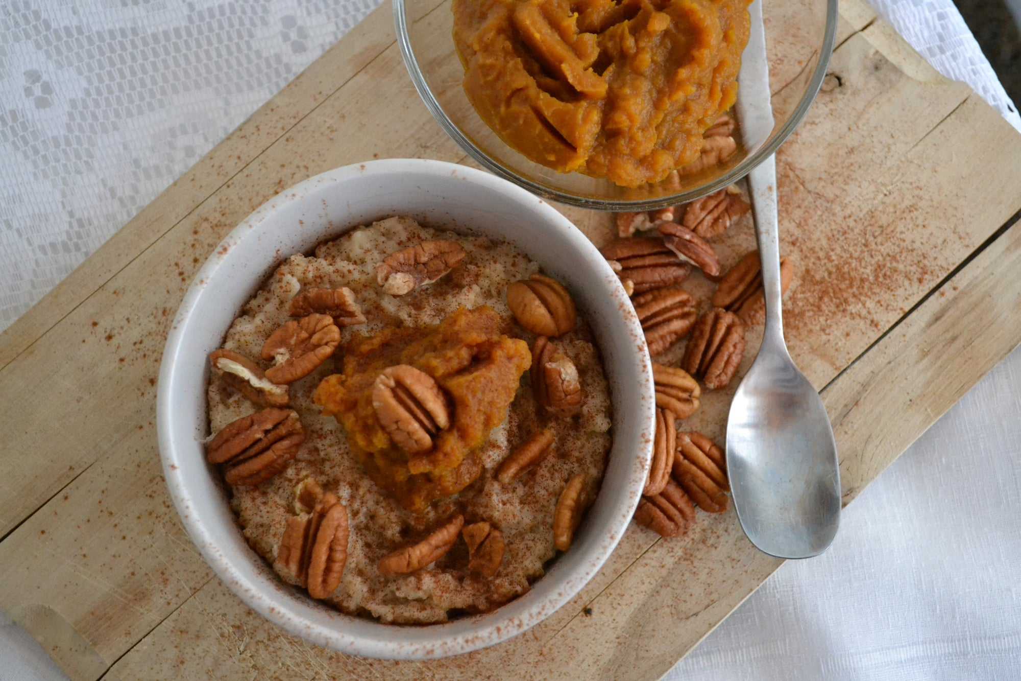 Pumpkin Pie Oatmeal with Pecans & Nutmeg