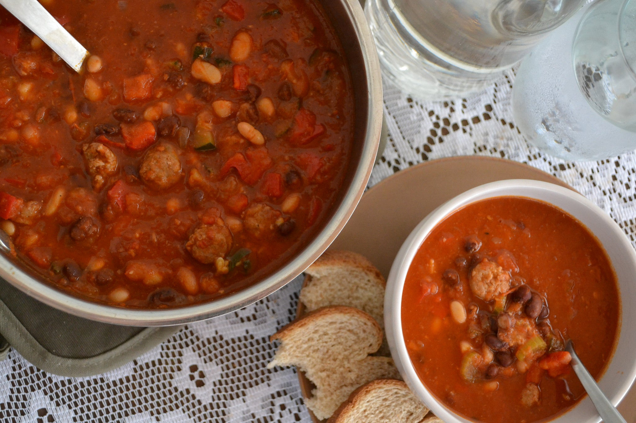 Hearty Turkey Sausage and Bean Chili