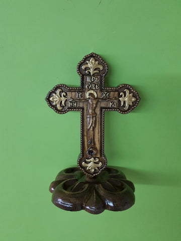 Cross with pedestal KP03