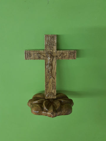 Cross with pedestal KP01